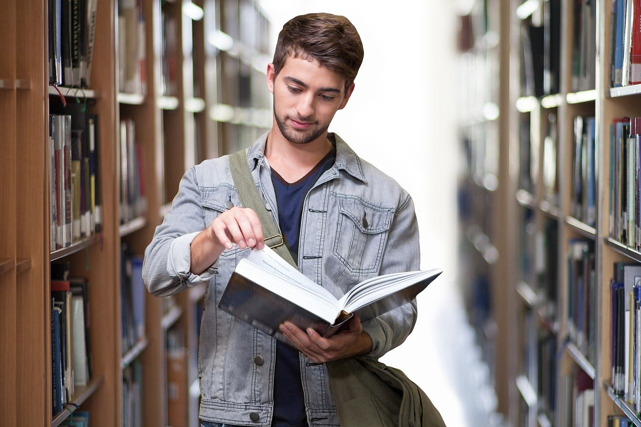 student-library-books-3500990.jpg